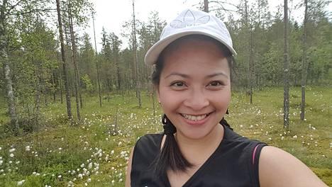 Charity Dela Cruz työskentelee Suomessa ja lähettää palkastaan ison summan joka kuukausi lapsilleen Filippiineille.