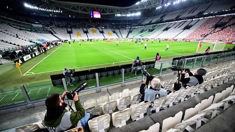 Serie A:n otteluita pelattiin vielä ennen kauden keskeyttämistä tyhjille katsomoille. Kuva Juventuksen ja Milanin ottelusta 8. maaliskuuta.