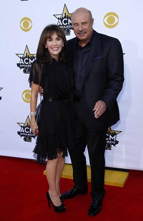 Dr. Phil kuvattuna vaimonsa Robinin kanssa 2015.