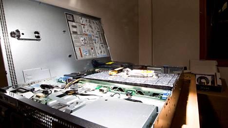 Toimintaan tarvittavaa tietokonejärjestelmää rakennetaan.