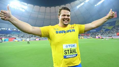 Daniel Ståhl iloitsee MM-kullasta.