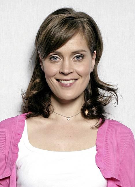 2005: Tiina Lymi esiintyi UIT:n revyyssä Aikuisten oikeesti. Hän oli mukana myös Tahdon asia-tv-sarjassa, ja Onnen varjot -leffakin tuli ensi-iltaan.