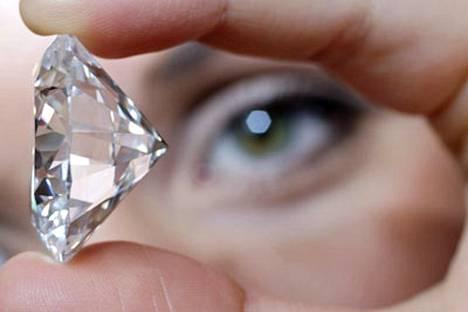 Tämä 84.37 karaatin timantti huutokaupattiin vajaalla 16,2 miljoonalla dollarilla.