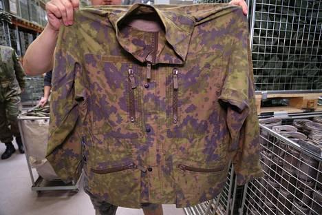 Puolustusvoimien maastopuvun takki, mallia M05.