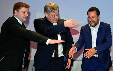 PS:n Olli Kotro, AfD:n Jörg Meuthen ja Lega-puolueen Matteo Salvini Italiassa huhtikuun alkupuolella.