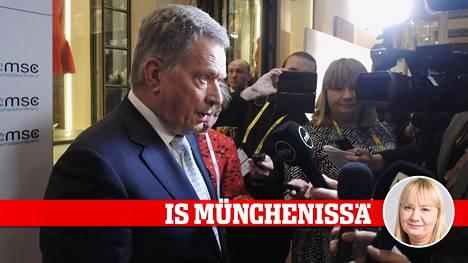 Presidentti Sauli Niinistö piti tiedotustilaisuuden suomalaismedialle Münchenin turvallisuuskonferenssissa lauantaina.