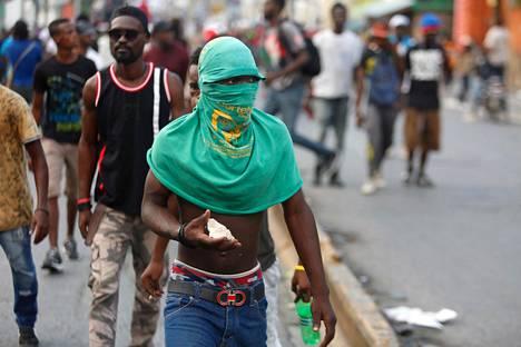 Haiti kärsii myös muun muassa poliittisesta epävakaudesta. Mielenosoittajat ovat vaatineet presidentti Jovenel Moisen eroa. Kuva viime marraskuulta.