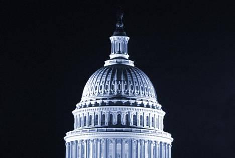 Yhdysvaltain kongresissa esitetään lakia, joka pakottaisi operaattorit vapauttamaan puhelimet, joiden kytkysopimus on loppunut.