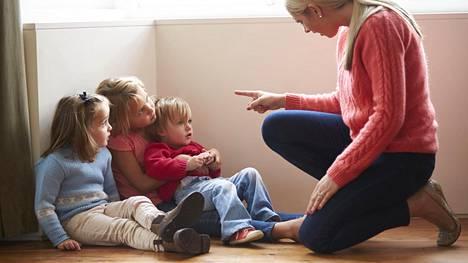 Perheet riitelevät yli 2 000 kertaa vuodessa – kaksi aihetta ylitse muiden