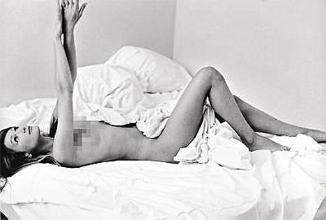 Carla Brunista otettu vanha alastonkuva on taas kaupan.