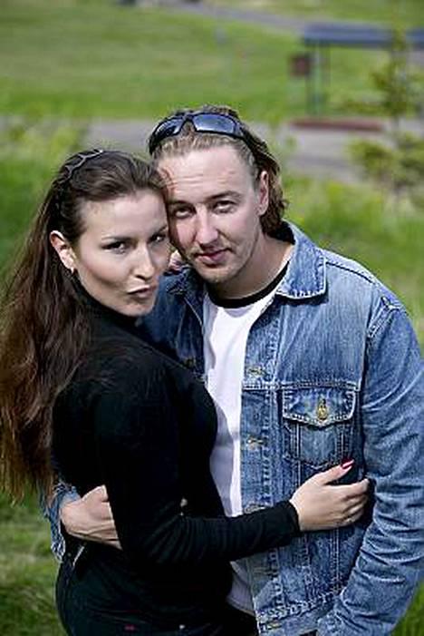 Maria Lund eroaa miehestään Mikko Rantanivasta.