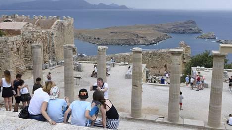 Kreikka on avannut matkailua turisteille. Ruotsalaisten piti olla tervetulleita vasta myöhemmin tässä kuussa, mutta Tuin suora lento Ruotsista sai kuitenkin laskeutua. Arkistokuva Rodokselta.