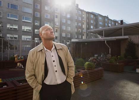Järvinen alias Käpylän Pyöveli auttaa nykyään asunnottomia ja syrjäytymisvaarassa olevia. Kuva vuodelta 2010.