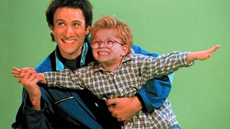 Jonathan Lipnicki (oik.) komediasarjassa Meego vuonna 1998.