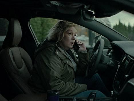Sari Siikander näyttelee Hysteria-elokuvassa Hannelea, jonka ulkoilusuunnitelmat muuttuvat selviytymistaisteluksi.