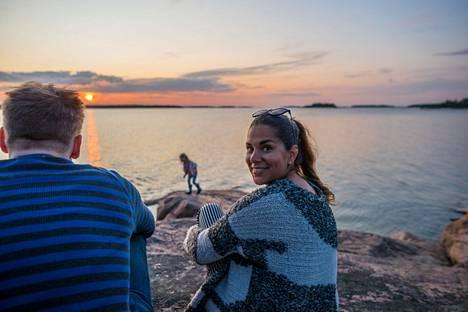 Auringonlaskusta pääsee nauttimaan parhaiten länteen avautuvalla silokalliolla, josta näkee kauas merelle.