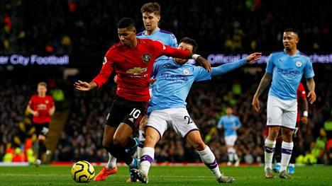 Videotuomari näki, että Manchester Cityn Bernardo Silva rikkoi Manchester Unitedin Marcus Rashfordia rangaistuspotkun arvoisesti.