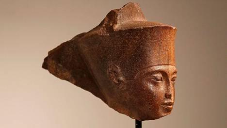 19-vuotiaana kuolleen Egyptin hallitsijan pää.