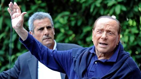 Sydänleikkauksessa käynyt Italian entinen pääministeri Silvio Berlusconi pääsi tiistaina pois sairaalasta.