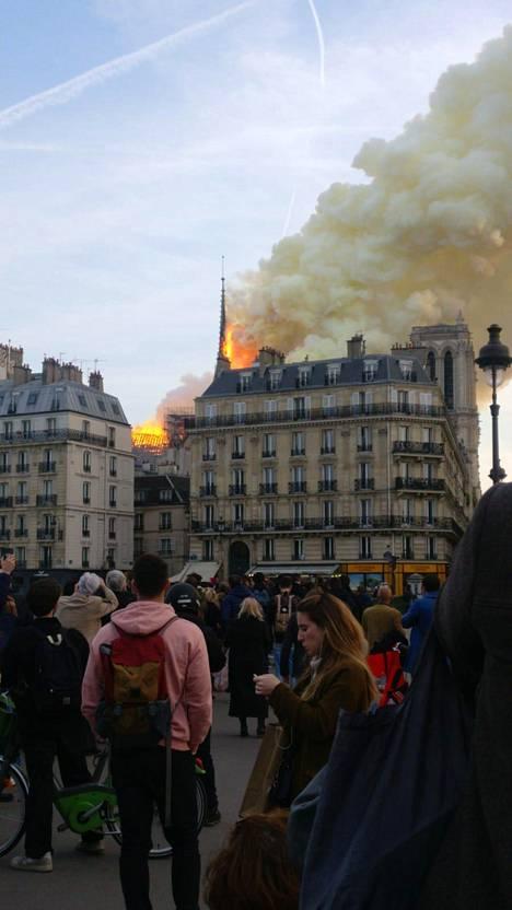 IS:n lukija oli paikalla Pariisissa ja näki tulipalon.