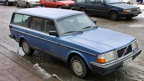 Museoajoneuvoksi voidaan hyväksyä ajoneuvo, jonka valmistusvuoden päättymisestä on kulunut vähintään 30 vuotta. Esimerkiksi vuonna 1992 valmistettu auto saavuttaa 30 vuoden ikärajan 1.1.2023.