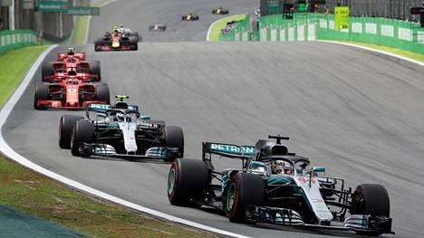 Räikkönen piti kolmospaikkansa, Mercedes varmisti valmistajien mestaruuden – IS seurasi Brasilian F1-kisaa