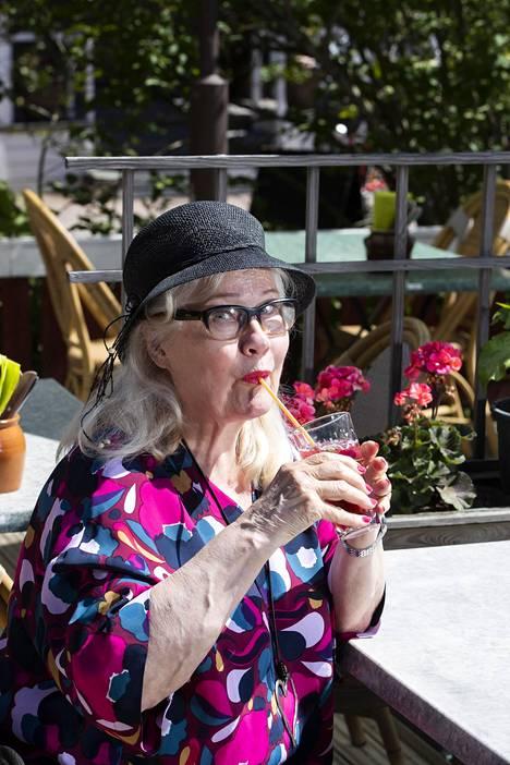 Maija-Liisa Peuhu aikoo ottaa kesän rennosti ja nauttia Suomen kesästä.