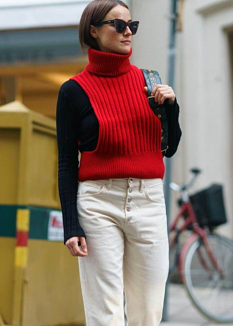 Neuleliivit ovat jälleen muodissa, Lindexiltä ja Stockmannilta raportoidaan. Sellaisen voi pukea esimerkiksi poolopaidan tai paitapuseron päälle.
