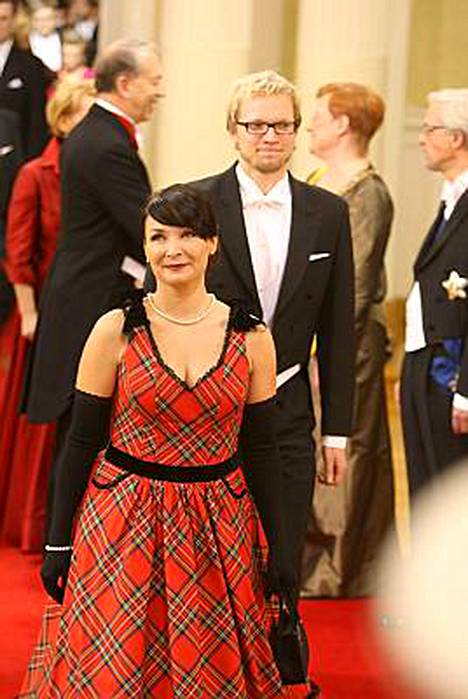 Linnan juhlissa Irina esiintyi yhdessä puolisonsa kanssa.