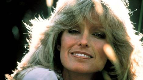 Otsis on ja pysyy, sen muoto vain vaihtuu. Näyttelijä Farrah Fawcettin 70-luvun otsistyylin paluusta on näkynyt viime aikoina viitteitä TikTokissa.