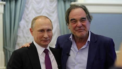 Venäjän presidentti Vladimir Putin myönsi poikkeuksellisen pitkän haastattelun ohjaaja Oliver Stonelle.
