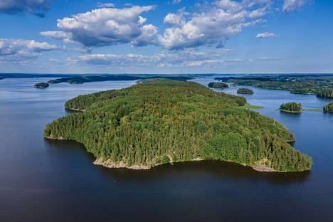 Karkalin luonnonpuisto sijaitsee niemenkärjessä.