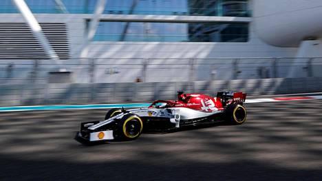 Kimi Räikkönen ei päässyt avausosiota pidemmälle Abu Dhabin GP:n aika-ajoissa.