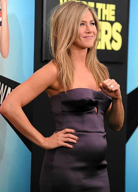 Jennifer Anistonin vatsanseudulla on selkeää pyöreyttä.