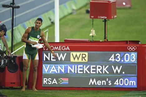 Van Niekerk juoksi Rion olympialaisissa 400 metrin ME:n.