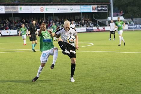 Lagerblom (oik.) liittyi kesken kuluvan kauden FC Hakan riveihin.