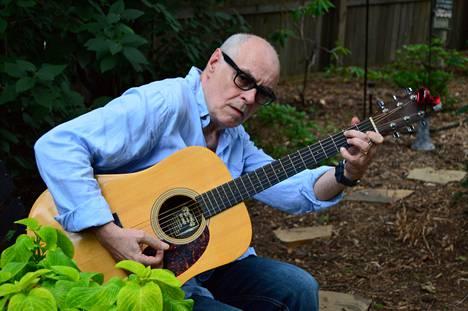 Jim Pembroke säveltää ja sanoittaa uutta musiikkia kotonaan Kansas Cityssä. Edellinen soololevy If The Rain Comes julkaistiin neljä vuotta sitten.