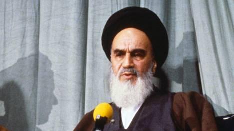Ajatollah Ruhollah Khomeini langetti Salman Rushdielle fatwan eli kuolemantuomion.