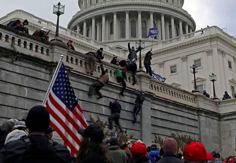 Trumpin kannattajia Capitolilla 6. tammikuuta.