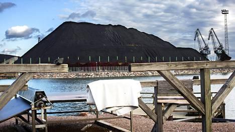 Tältä näytti Helsingin Hanasaaren hiilikasa vuonna 2014.