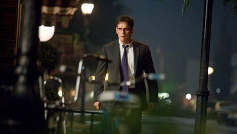 Salaisen palvelun agentti Ethan Burke (Matt Dillon) herää auto-onnettomuuden jälkeen Wayward Pinesista, jossa kaikki ei ole kohdallaan.