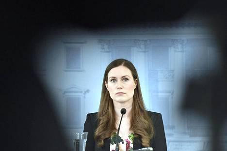 – Onneksi sentään pääministeri on järjissään, Sanna Marinia kehutaan.