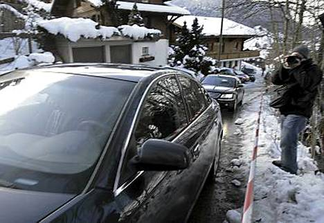 Musta Audi-limusiini toi Roman Polanskin alppimajaan.