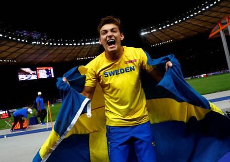 Armand Duplantis on asunut koko ikänsä Yhdysvalloissa, mutta edustaa maajoukkuetasolla Ruotsia.