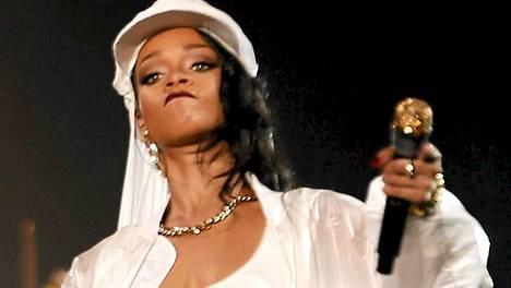 Rihanna esiintyi Abu Dhabissa lauantaina.
