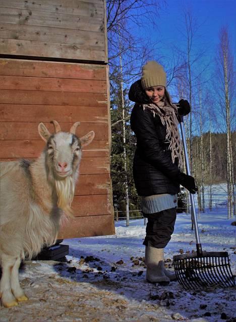 Osa Sanni Harran päivistä kuluu eläinten hoitamiseen.