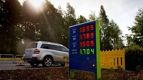 Bensiinin hinta on ollut nousussa.