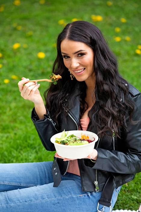 Kokki Sara La Fountain on syntynyt Santa Barbarassa Kaliforniassa, minkä takia hänellä on kaksoiskansalaisuus.