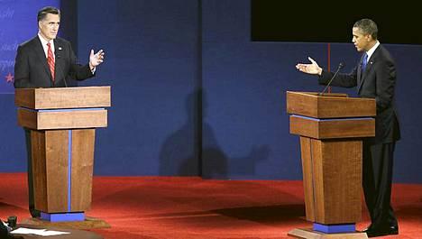 republikaanien presidenttiehdokkaan Mitt Romneyn (vas.) ja demokraattipresidentti Barack Obaman ensimmäinen vaaliväittely sujui rauhallisesti.