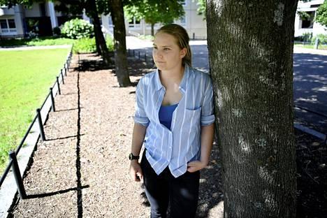 Saksasta Suomeen heinäkuussa työn perässä muuttanut Juliane Fuchs ihmetteli Migrin pitkiä odotusaikoja vastaanottoa varten Twitterissä heinäkuun lopussa.